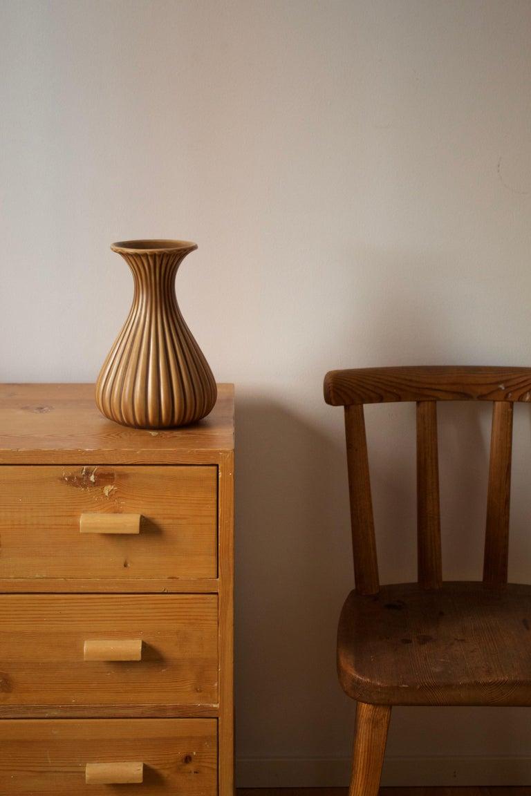 Scandinavian Modern Ewald Dahlskog, Sizable Vase, Glazed Incised Ceramic, Bo Fajans, Sweden, 1940s For Sale