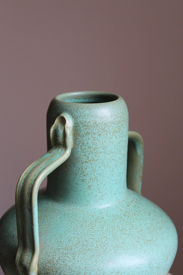 Ewald Dahlskog, Sizable Vase, Green-Glazed Stoneware, Bo Fajans, Sweden, 1930s In Good Condition For Sale In West Palm Beach, FL