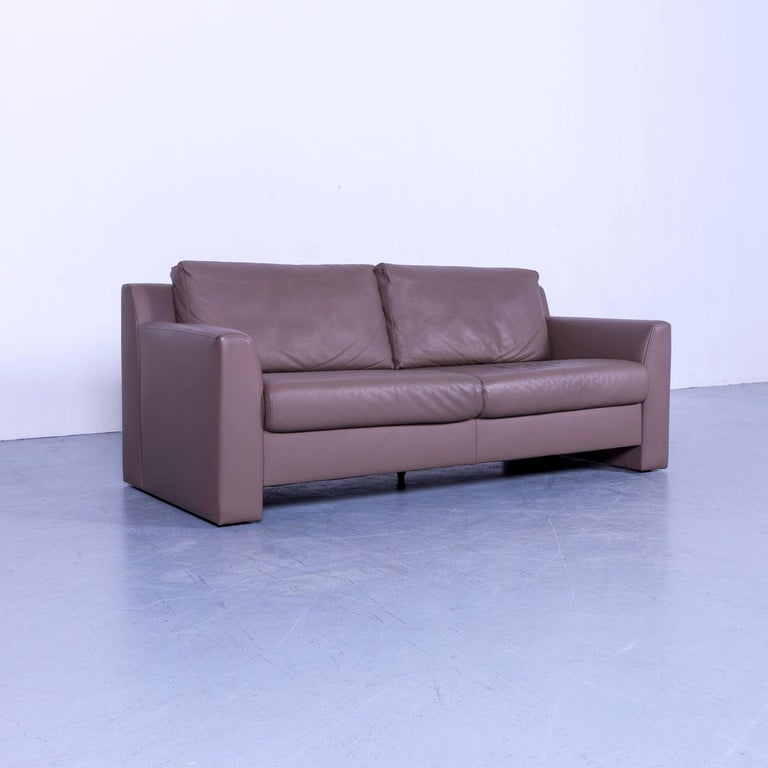 We bring to you an Ewald Schillig leather sofa brown three-seat.