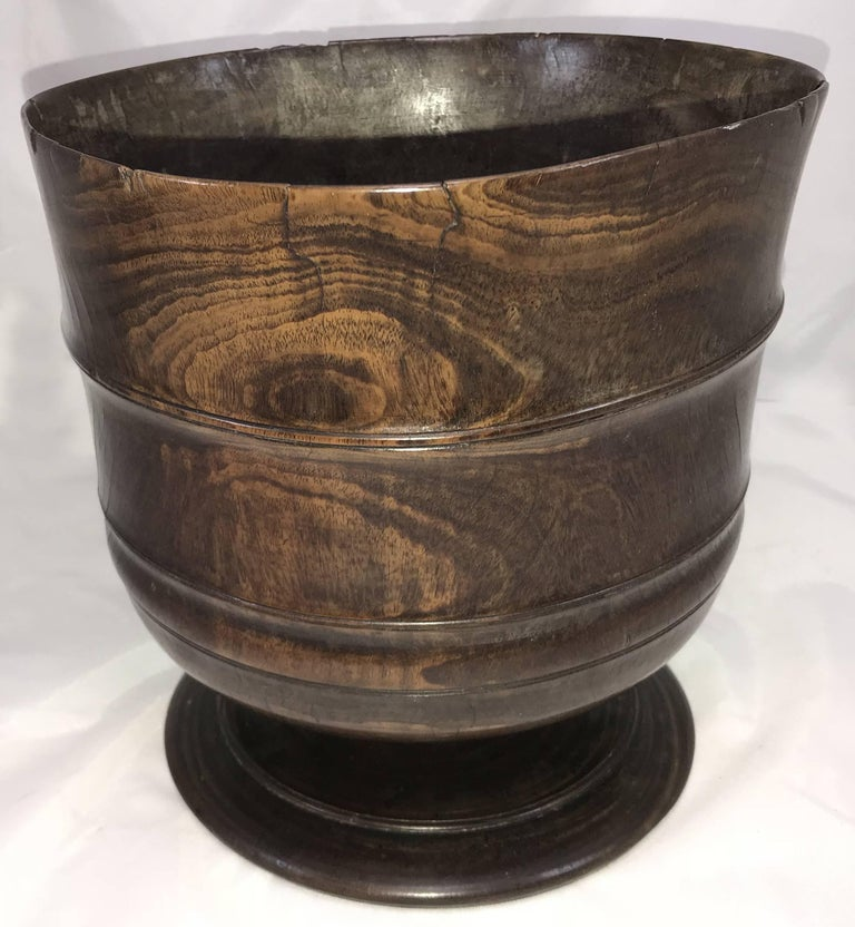 Exceptional 17th Century Carved English Wassail Bowl in Figured Lignum Vitae In Good Condition For Sale In Milford, NH