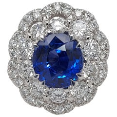 Exceptional 18 Karat Gold Ring with 2.43 Carat Sapphire and 1.36 Carat Diamonds