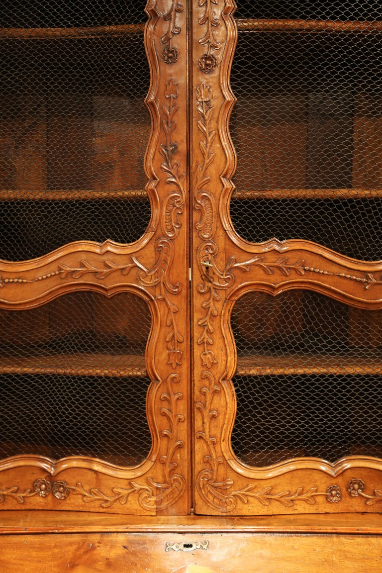 18th Century French Louis XV Carved Walnut Bombe Secretary Bookcase For Sale 9