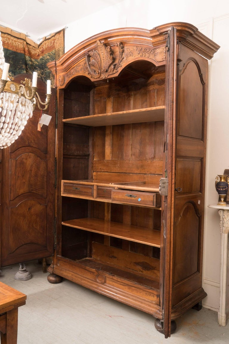 Exceptional 18th Century Regence Walnut Armoire For Sale 1