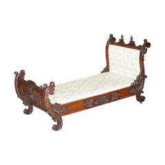 Exceptional 19th Century Hand Carved Italian Walnut Day Bed Cherub Putti's Angel
