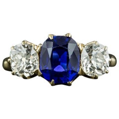 Exceptional 2.62 Carat Kashmir Sapphire and Diamond Ring