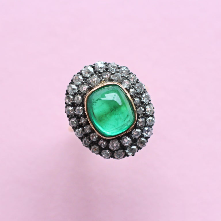 Exceptional 7.12 Carat Cabochon Emerald and Diamond Ring In Fair Condition For Sale In London, GB