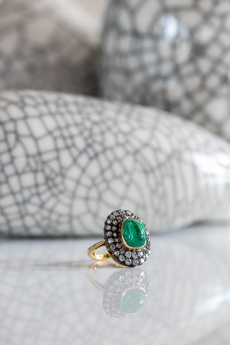 Women's or Men's Exceptional 7.12 Carat Cabochon Emerald and Diamond Ring For Sale