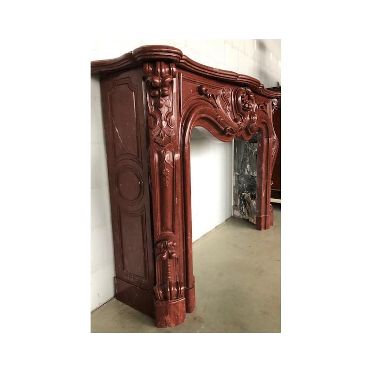 LOUIS XV Antique Fireplace in Red Marble 18th Century For Sale 4