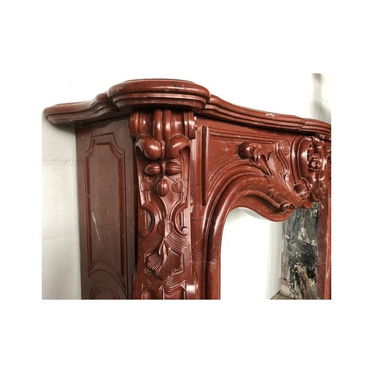 LOUIS XV Antique Fireplace in Red Marble 18th Century For Sale 2