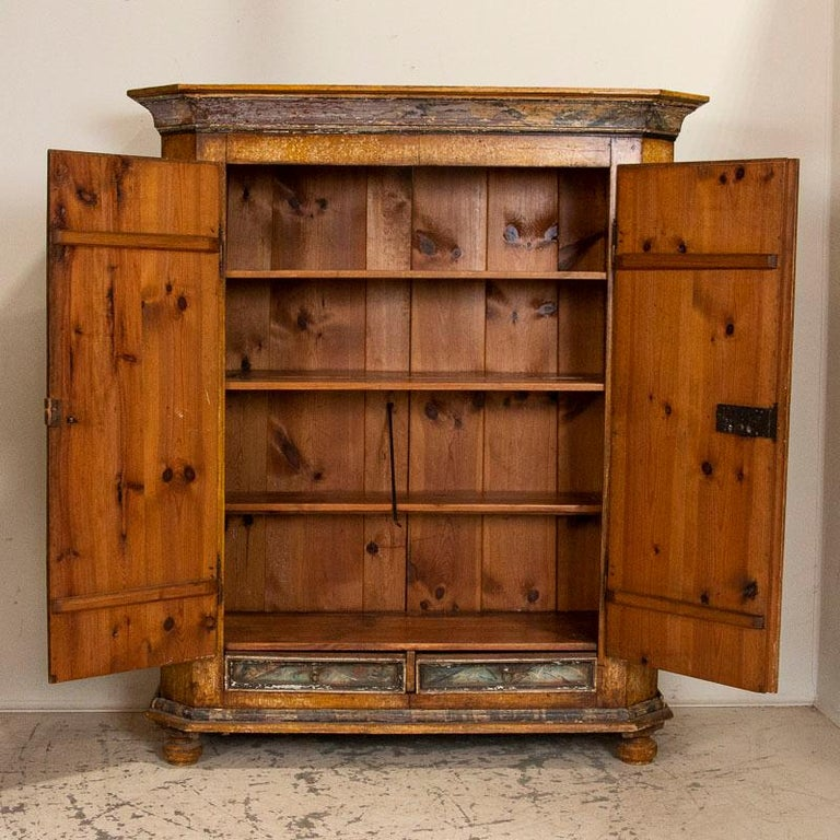 Exceptional Antique Original Painted Armoire with Blue Figures, Germany Dated 17 In Good Condition For Sale In Round Top, TX