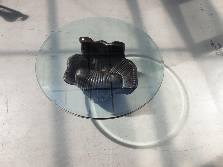 Exceptional coffee table with a bronze base in the shape of an oyster with a round glass top in the style of Paul Evans. The bronze base weighs 55 kg.  Dimensions of the bronze base: Depth 54 cm. Width 70 cm. Height 40 cm.   The glass top