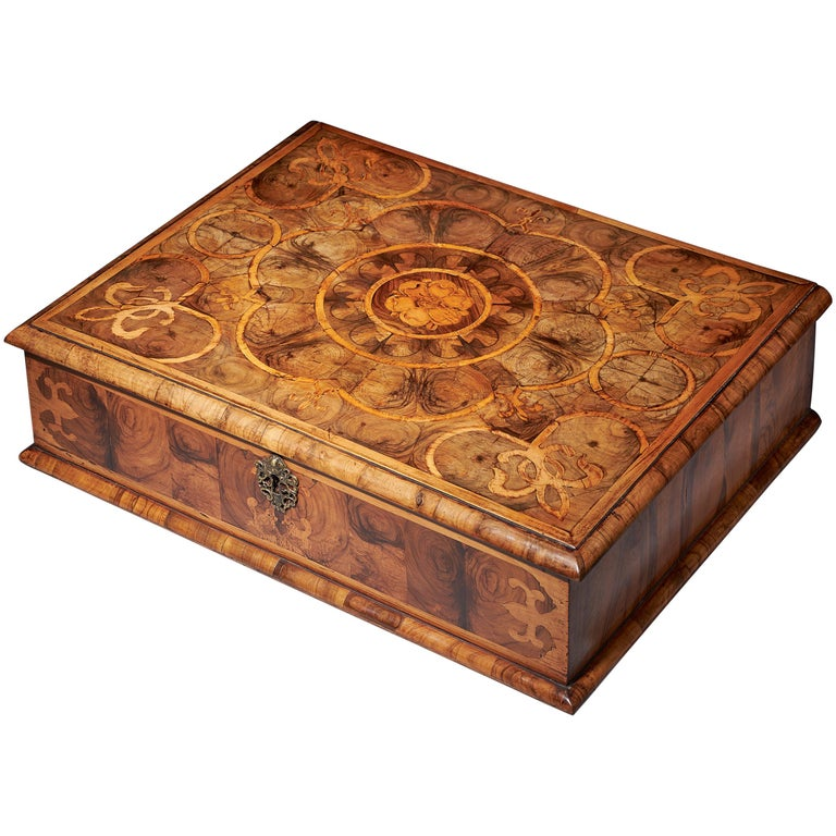 Exceptional Charles II Blond Olive Oyster Lace-Box of Large Scale For Sale