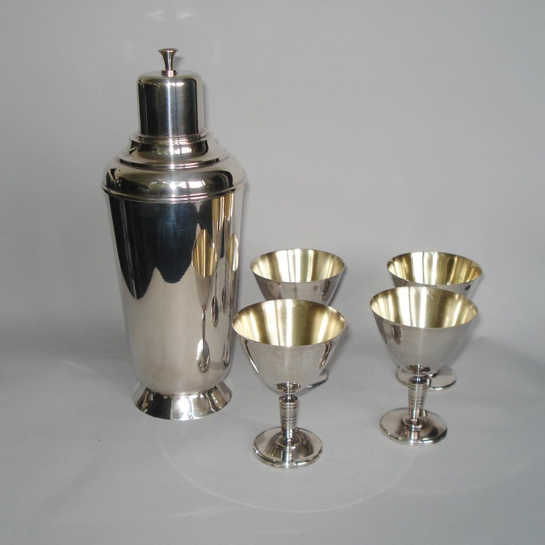 Art Deco Exceptional Cocktail Shaker and Sixteen Martini Goblets For Sale 4