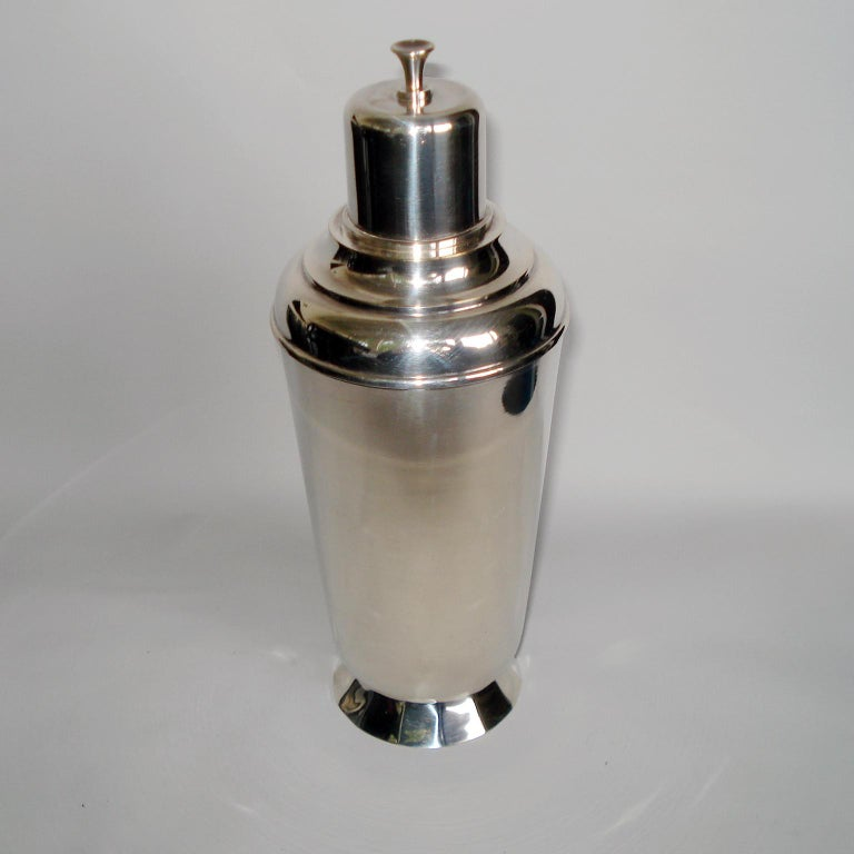 Art Deco Exceptional Cocktail Shaker and Sixteen Martini Goblets For Sale 7
