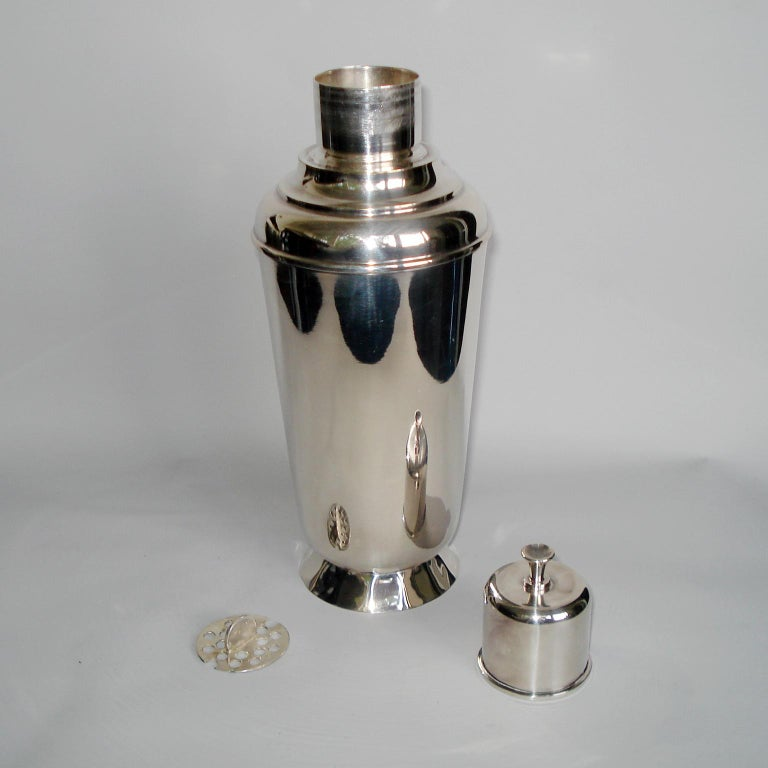 Art Deco Exceptional Cocktail Shaker and Sixteen Martini Goblets For Sale 8