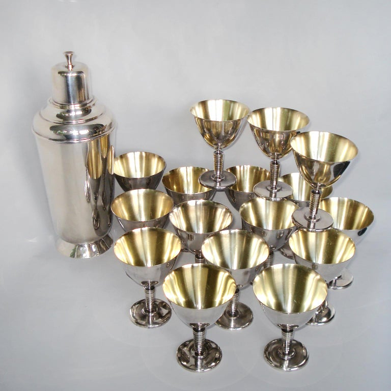 Art Deco Exceptional Cocktail Shaker and Sixteen Martini Goblets For Sale 1