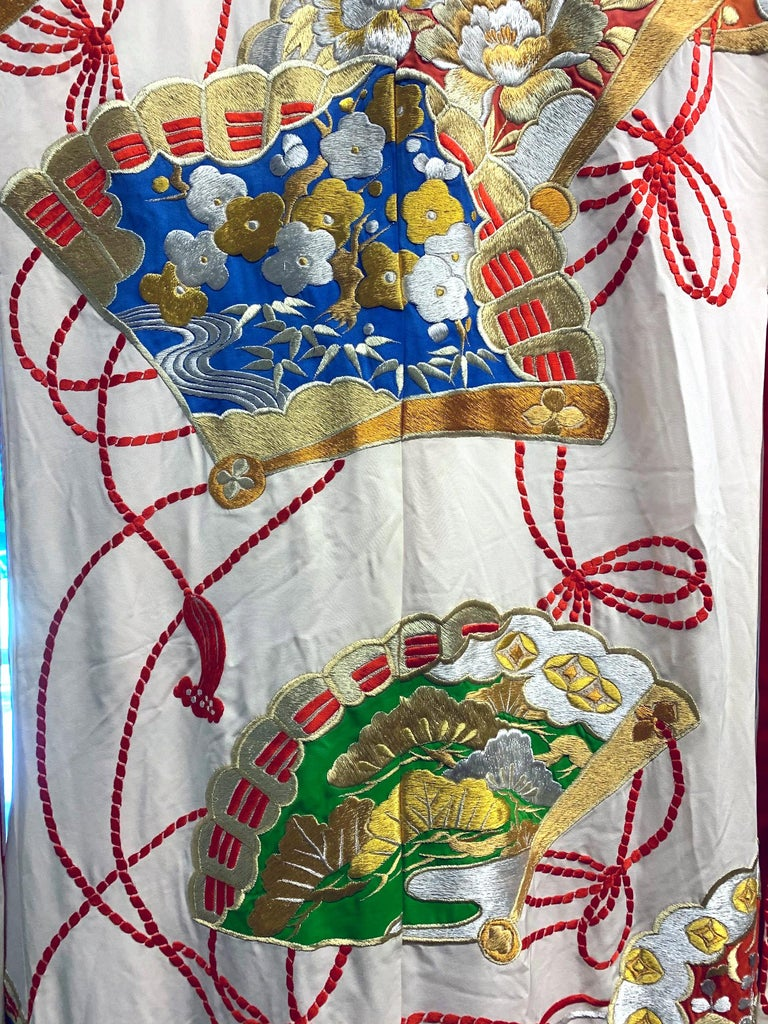 Exceptional Embroidered Vintage Japanese Ceremonial Kimono In Good Condition For Sale In Atlanta, GA