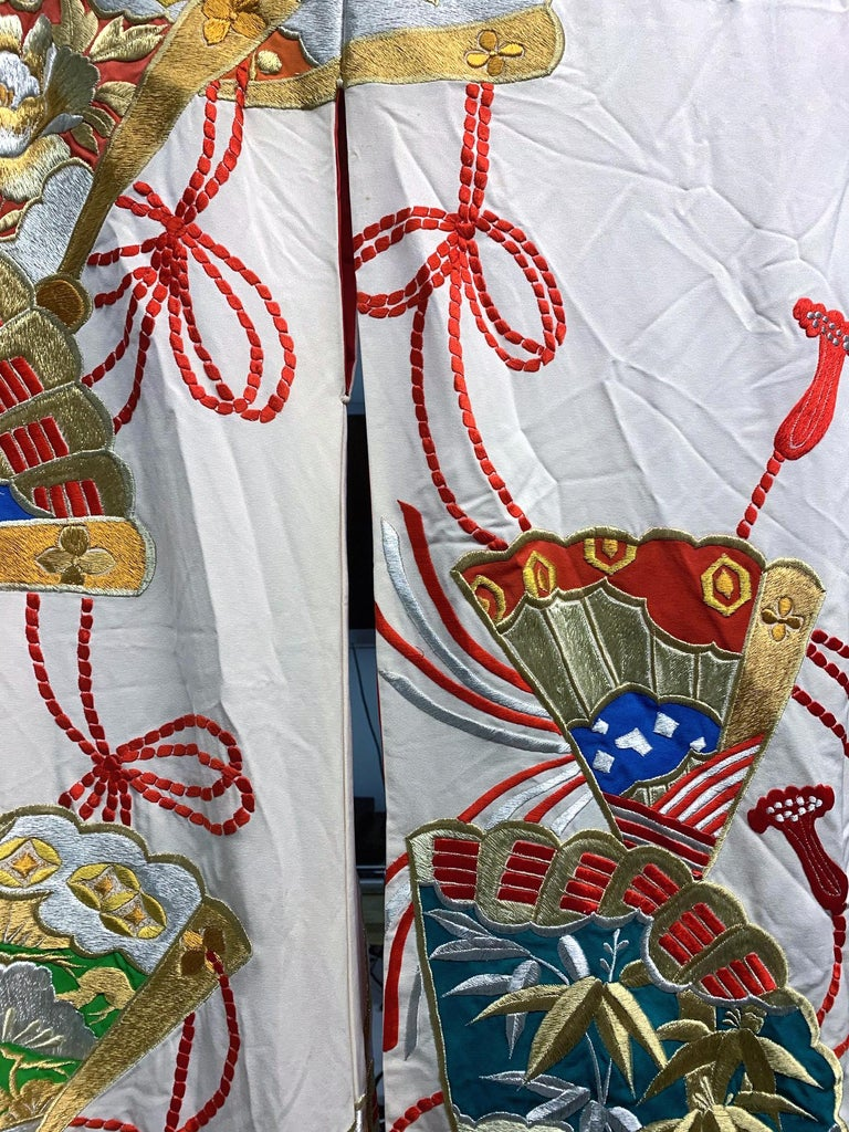Mid-20th Century Exceptional Embroidered Vintage Japanese Ceremonial Kimono For Sale