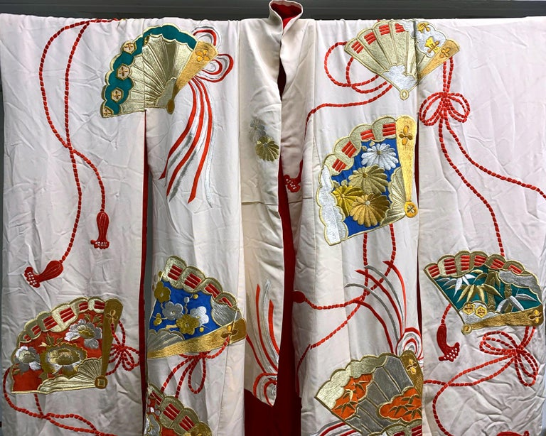 Exceptional Embroidered Vintage Japanese Ceremonial Kimono For Sale 2