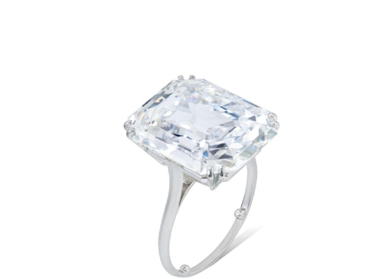IGI ANTWERP 5 Carat Emerald Cut Diamond Ring In New Condition For Sale In Rome, IT