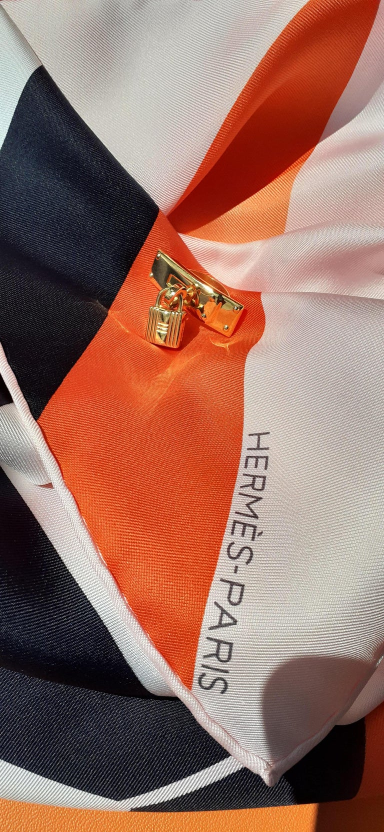 Exceptional Hermès Kelly Clasp Shaped Scarf Ring with Padlock Ghw For Sale 11