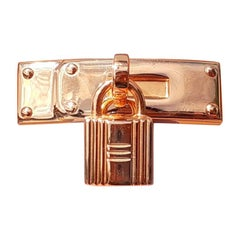 Exceptional Hermès Kelly Clasp Shaped Scarf Ring with Padlock Ghw