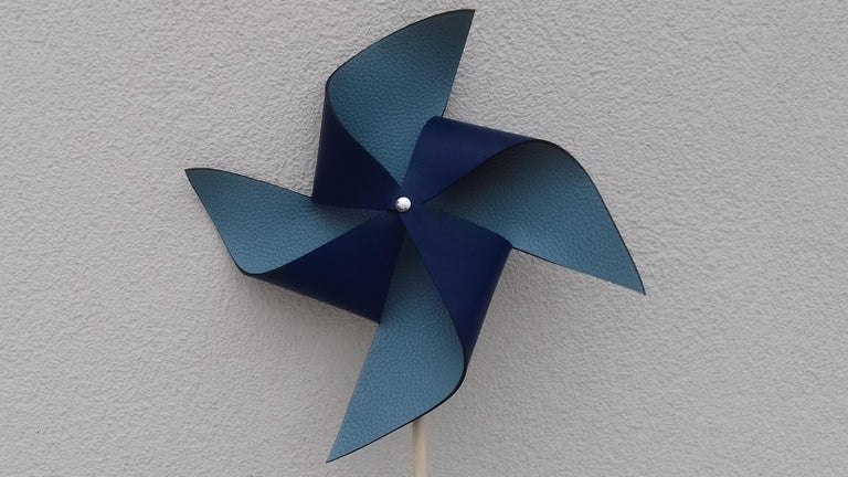 Exceptional Hermès Petit H Pinwheel Windwhell Wood and Blue Leather GM In Excellent Condition For Sale In ., FR