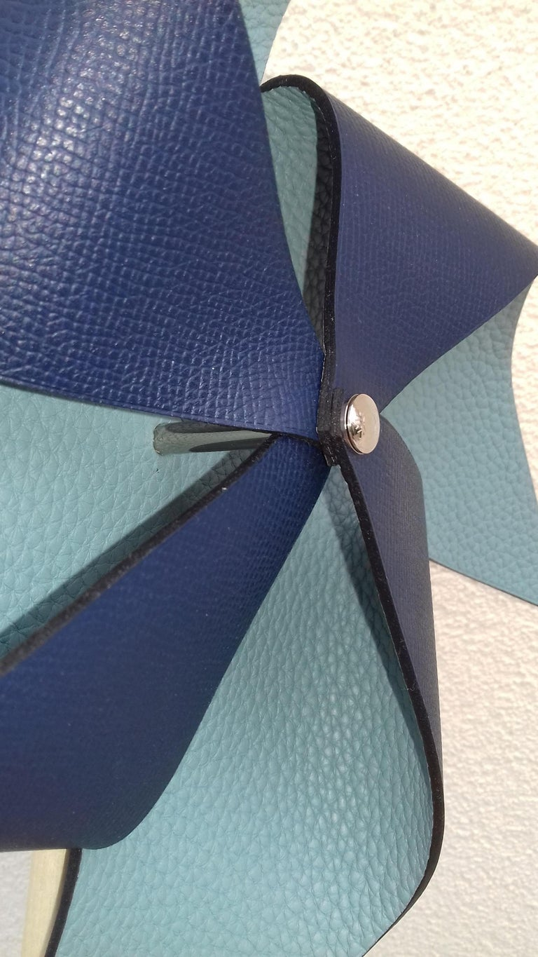 Exceptional Hermès Petit H Pinwheel Windwhell Wood and Blue Leather GM For Sale 3