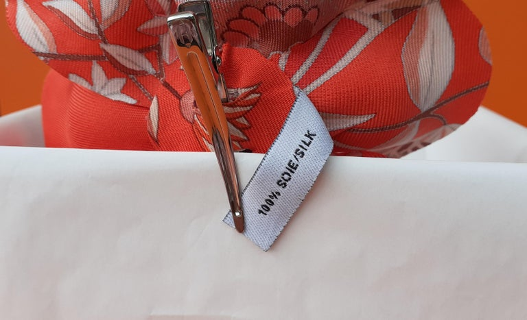 Exceptional Hermès Rare Silk Scarf Brooch Charm La Fleur Red 6