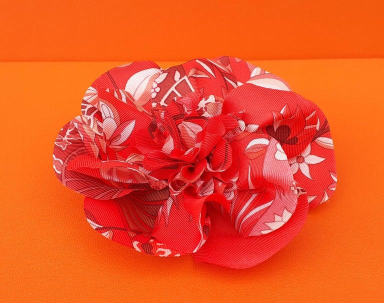 Women's Exceptional Hermès Rare Silk Scarf Brooch Charm La Fleur Red