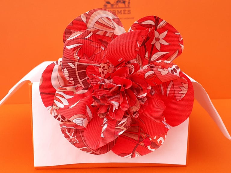 Exceptional Hermès Rare Silk Scarf Brooch Charm La Fleur Red 4