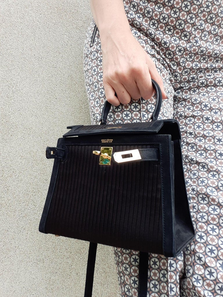 Exceptional Hermès Vintage Mini Kelly Sellier Bag Satin and Doblis Gold Hdw 20cm For Sale 9