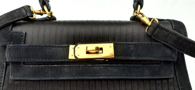 Women's Exceptional Hermès Vintage Mini Kelly Sellier Bag Satin and Doblis Gold Hdw 20cm For Sale