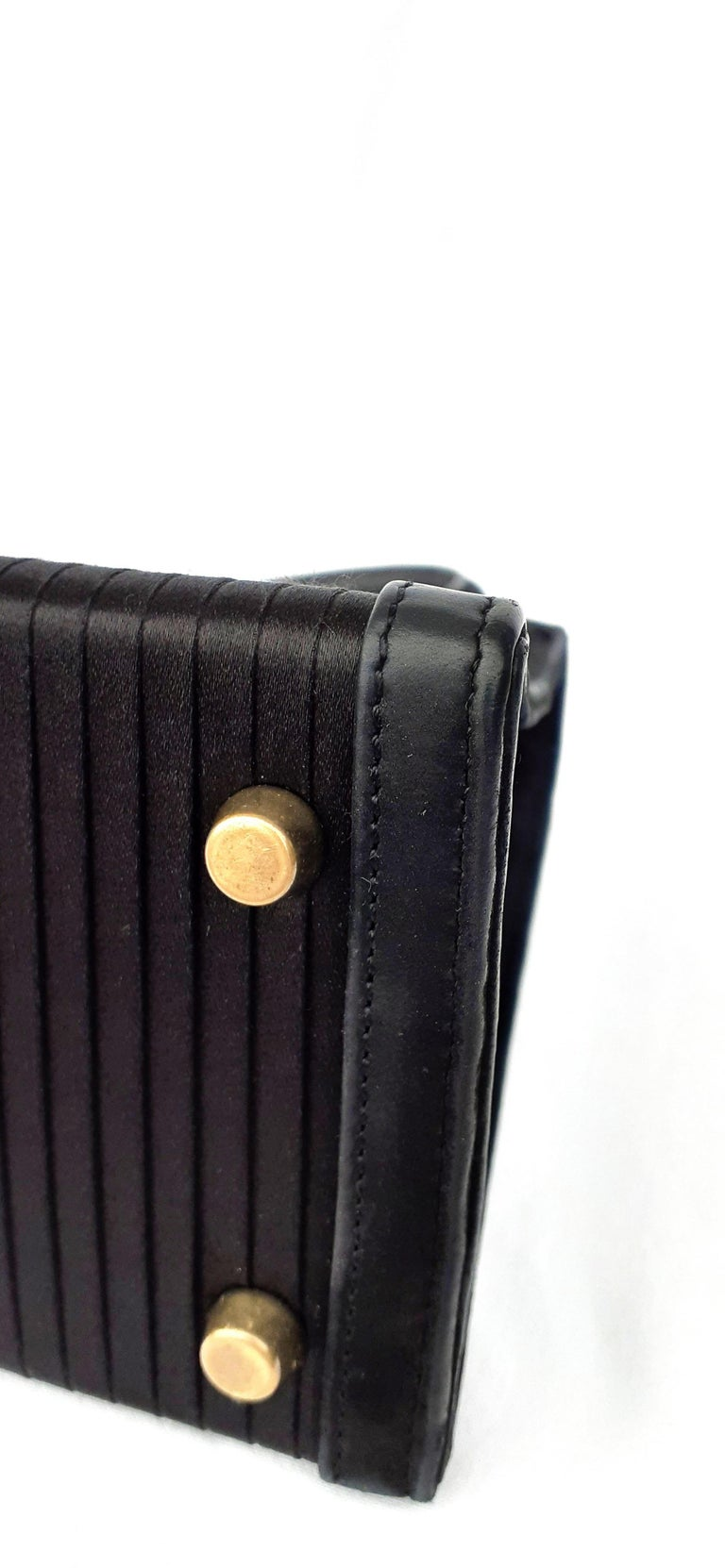 Exceptional Hermès Vintage Mini Kelly Sellier Bag Satin and Doblis Gold Hdw 20cm For Sale 4