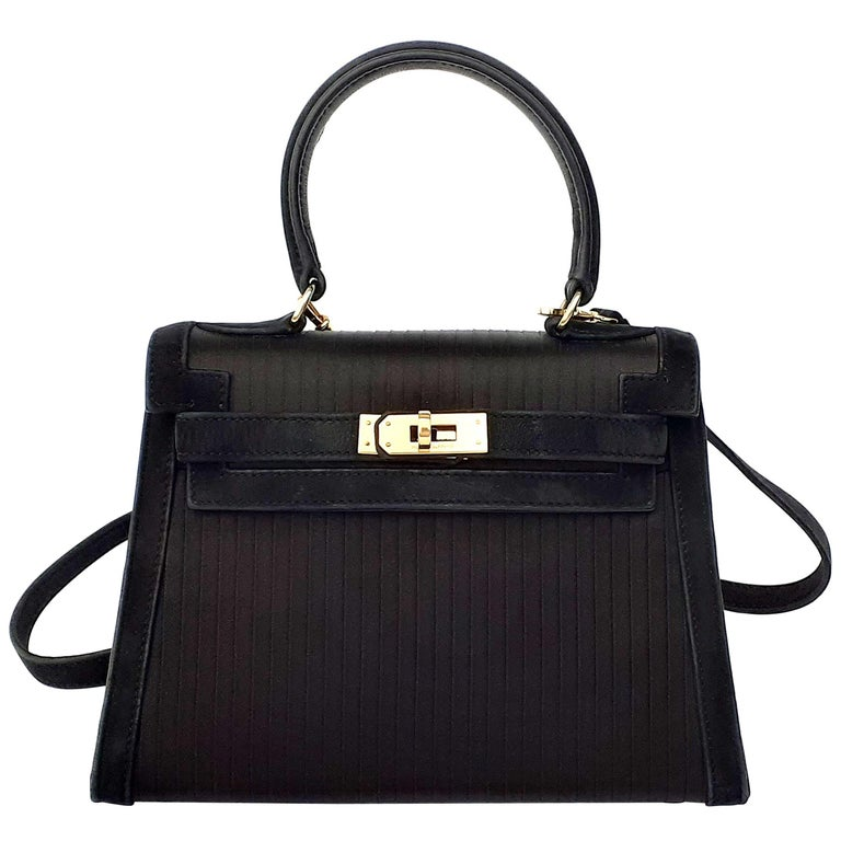 Exceptional Hermès Vintage Mini Kelly Sellier Bag Satin and Doblis Gold Hdw 20cm For Sale