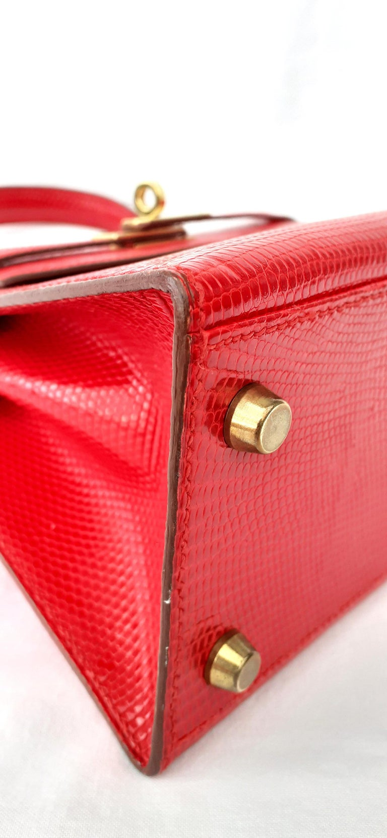 Exceptional Hermès Vintage Mini Kelly Sellier Bag Shiny Red Lizard Gold Hdw 20cm For Sale 9