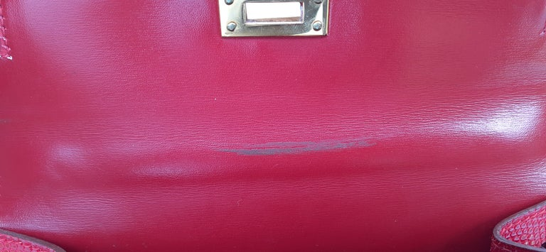 Exceptional Hermès Vintage Mini Kelly Sellier Bag Shiny Red Lizard Gold Hdw 20cm For Sale 14