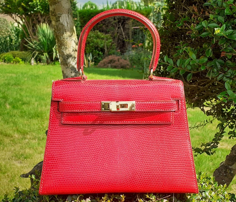 Exceptional Hermès Vintage Mini Kelly Sellier Bag Shiny Red Lizard Gold Hdw 20cm For Sale 16