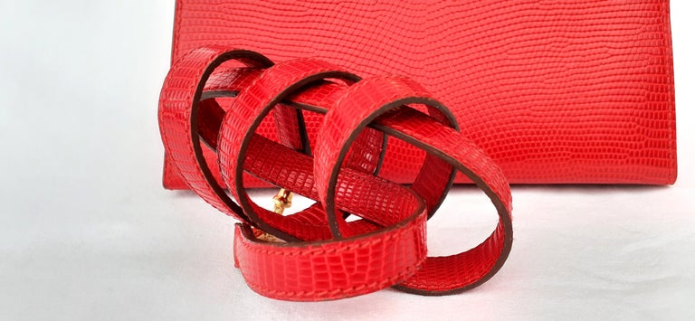 Exceptional Hermès Vintage Mini Kelly Sellier Bag Shiny Red Lizard Gold Hdw 20cm In Good Condition For Sale In ., FR