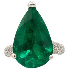 Exceptional Important 12.45 Carat Emerald Ring with Diamonds AGL Certified