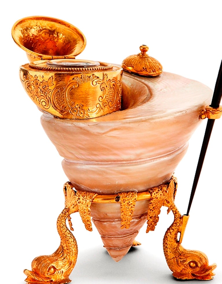 Exceptional Office Inkwell, Gilded Bronze Mounted Shell, Germany, 18th Century In Good Condition For Sale In Saint-Ouen, FR