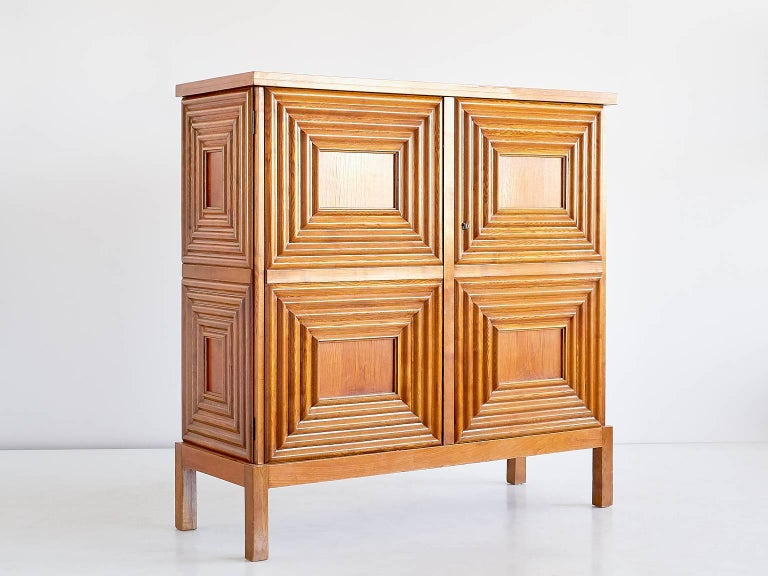 Exceptional Oscar Nilsson Oak Cabinet, Sweden, 1940s In Good Condition For Sale In The Hague, NL