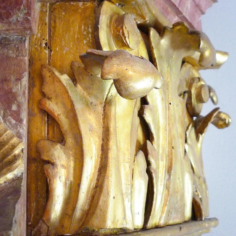 Exceptional Painted Bookcase with Gold Leaf Carvings In Good Condition For Sale In Albignasego, IT