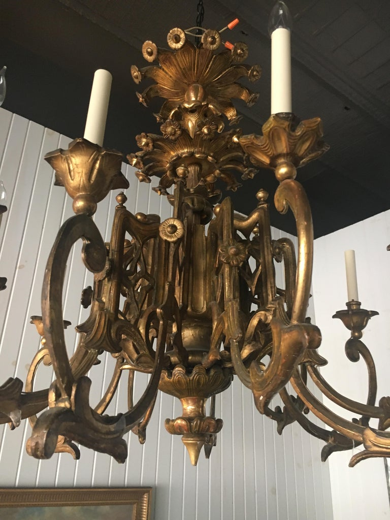 Exceptional Pair of 19th Century English Giltwood Twelve-Light Chandeliers In Good Condition For Sale In Buchanan, MI