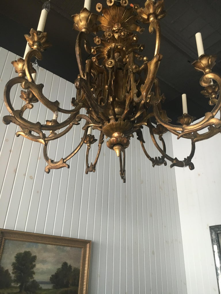 Exceptional Pair of 19th Century English Giltwood Twelve-Light Chandeliers For Sale 1