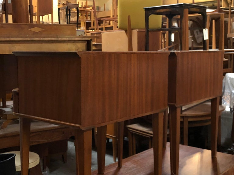 Exceptional Pair of Mahogany Night Stands or End Tables In Excellent Condition For Sale In Atlanta, GA