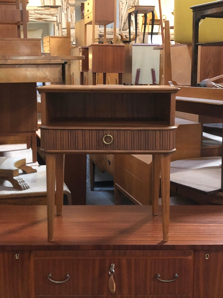 Mid-20th Century Exceptional Pair of Mahogany Night Stands or End Tables For Sale