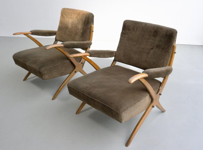 Exceptional Pair of Wooden Curved Cross-Frame Lounge Chairs, Italy, 1950s For Sale 4