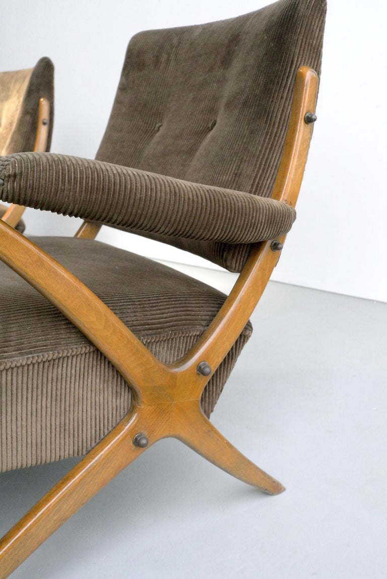 Mid-Century Modern Exceptional Pair of Wooden Curved Cross-Frame Lounge Chairs, Italy, 1950s For Sale