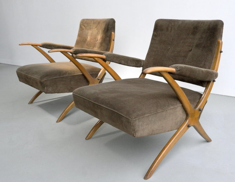 Italian Exceptional Pair of Wooden Curved Cross-Frame Lounge Chairs, Italy, 1950s For Sale
